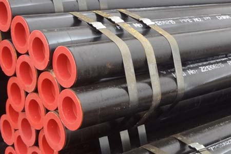 High pressure seamless pipe for petroleum cracking